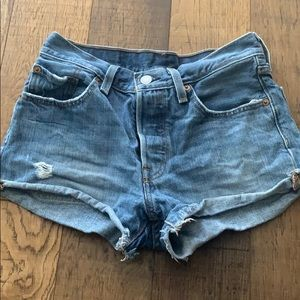 Levi's Jean shorts light wash ❤️